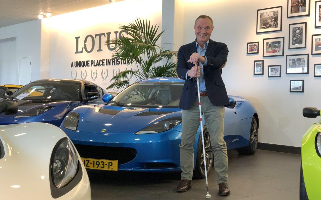 Hein is blind, maar kocht toch een Lotus Evora!